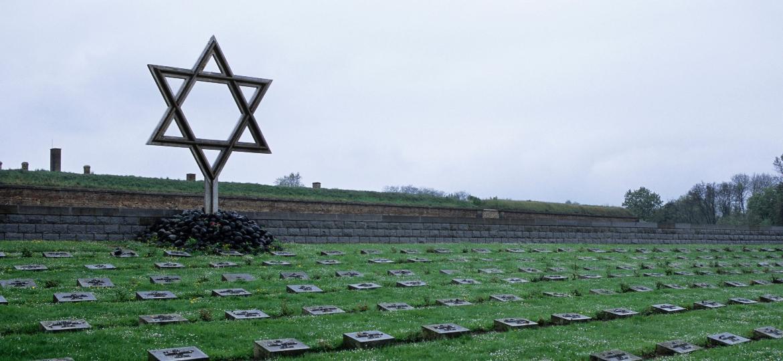 Turistas procuram vestígios de um campo de extermínio que Theresienstadt nunca foi - Wolfgang Kaehler/LightRocket via Getty Images