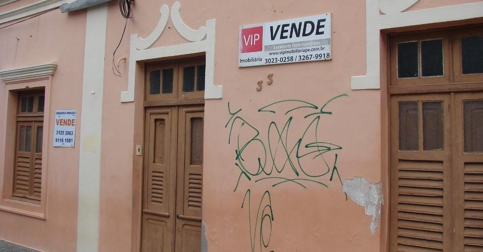 20.jan.2016 - Há opções de aluguel de vagas individuais em algumas casas olindenses, próximo à Pitombeira dos Quatro Cantos