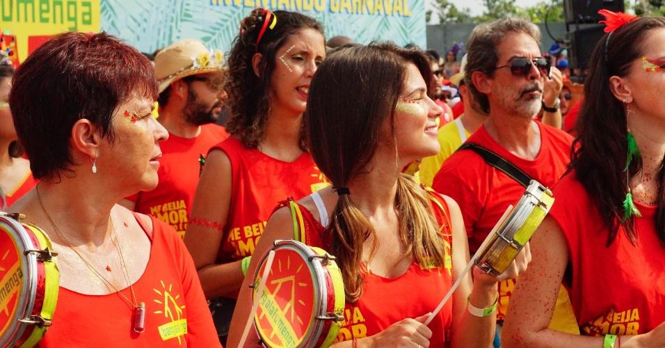 07.fev.2016 - A bateria do Bangalafumenga agita foliões no 18º aniversário do bloco, que acontece no Flamengo.
