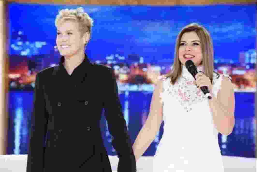 18.jul.2016 - Xuxa recebe Mara Maravilha em seu programa e esclarece a polêmica envolvendo suas duas cadelinhas argentinas - Reprodução /TV Record
