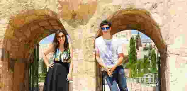 Paula Braun e Mateus Solano durante a viagem - Reprodução/Facebook/MTI