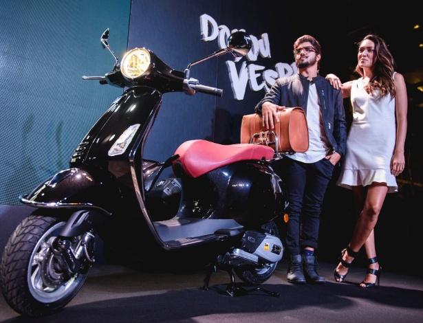 O ator Caio Castro, que ganhou esta unidade, será embaixador da Vespa no Brasil - Helena Yoshioka/Divulgação
