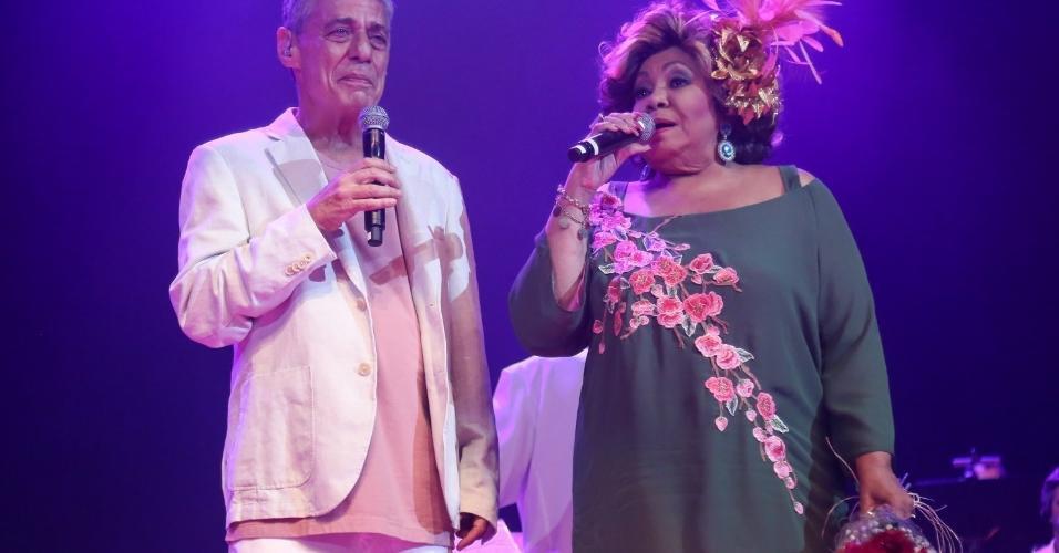 14.fev.2017 - Chico Buarque cantou com Alcione no no Show de Verão da Mangueira no Rio de Janeiro, no Vivo Rio