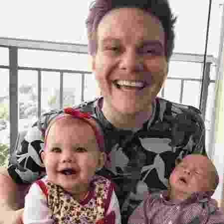 Teló vibra com os filhos Melinda e Teodoro no colo - Reprodução/Instagram/@micheltelo - Reprodução/Instagram/@micheltelo