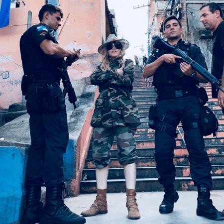 Madonna posa com policiais no Rio de Janeiro - Reprodução/Instagram/madonna