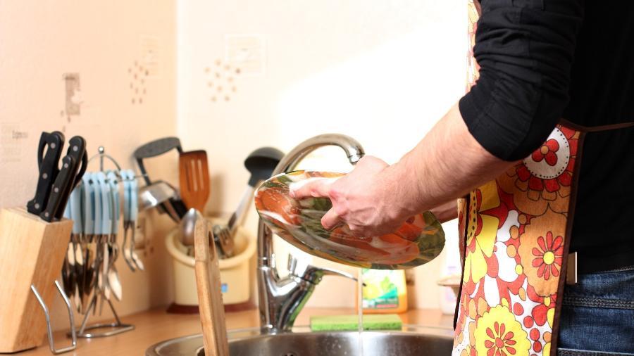 Limão, bicarbonato e outros truques ajudam a lavar a louça mais rapidamente e melhor - Getty Images