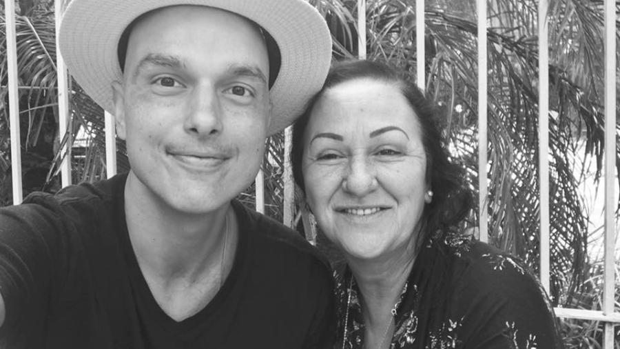Léo Rosa posa com a mãe, Ilma Lucia Rosa - Reprodução/Facebook