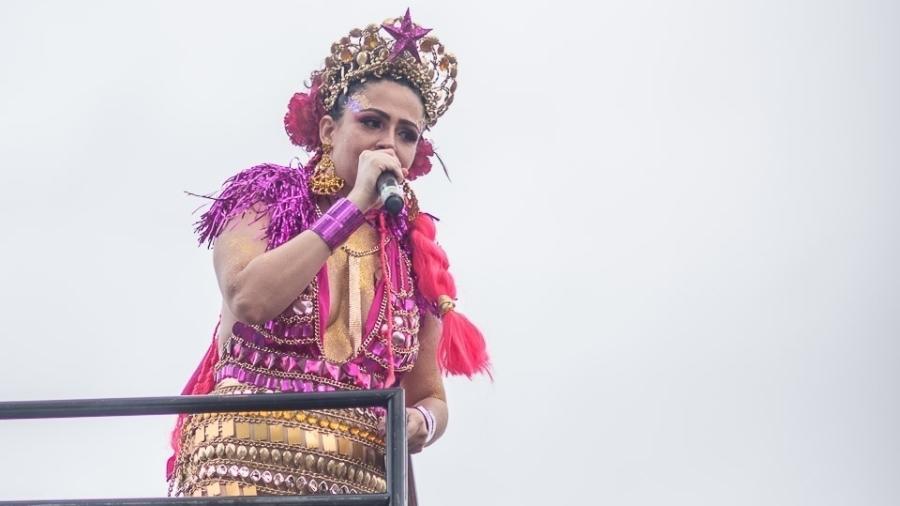 A cantora Michelle Andreazzi defendeu prazer da mulher e condenou assédio no desfile do bloco Então Brilha em BH - Nereu Jr/UOL