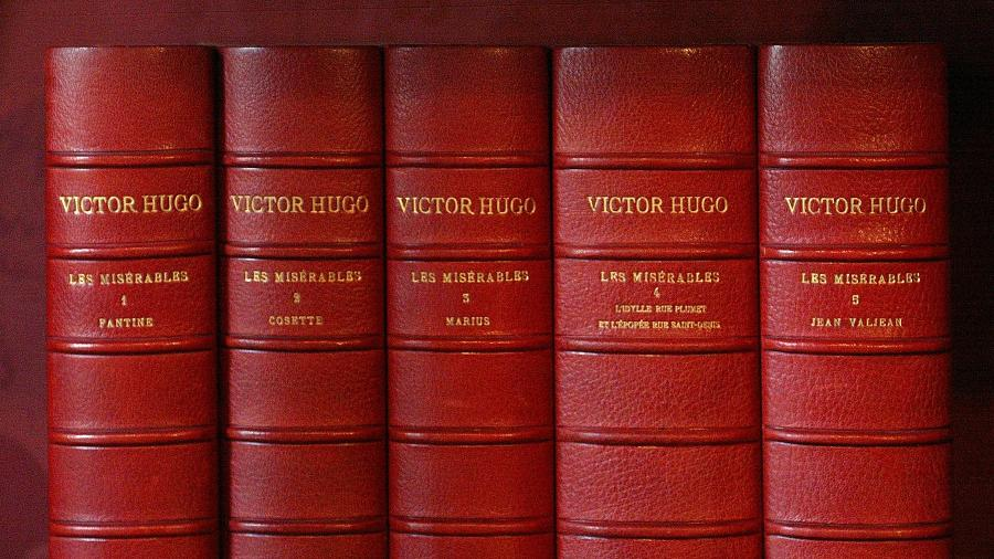 """Edição original de """"Os Miseráveis"""", de Victor Hugo - AFP PHOTO/FRANCOIS GUILLOT"""