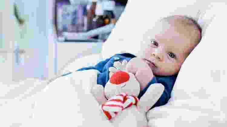 Como os bebês não conseguem explicar o que estão sentindo, os pais devem ficar muito atentos aos sintomas que eles apresentam - iStock
