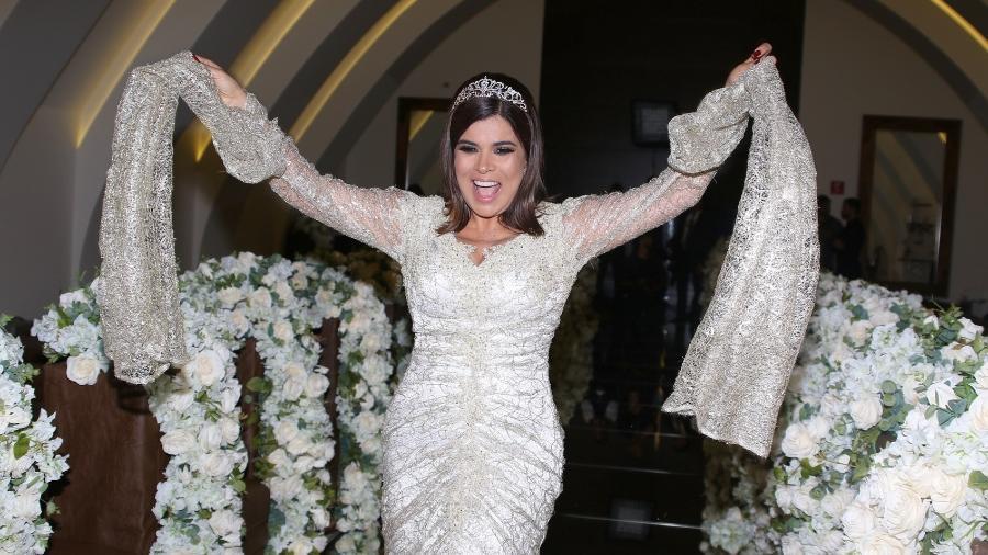 Mara Maravilha escolheu se vestir de noiva para celebrar a chegada aos 50 - Thiago Duran/AgNews