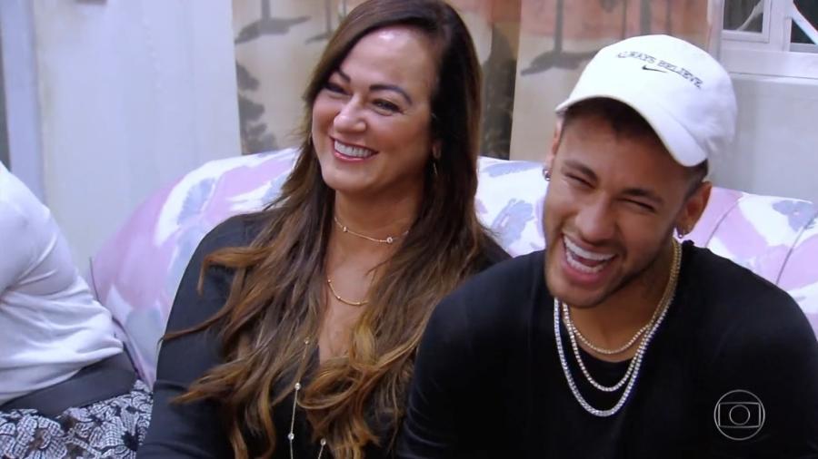 """Neymar ao lado da mãe, Nadine Gonçalves, no quadro """"Visitando o Passado"""", do """"Caldeirão do Huck"""" - Reprodução/TV Globo"""