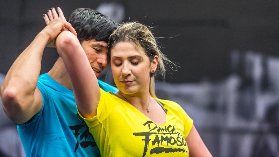 """Reginaldo Sama e Dani Calabresa ensaiam para a """"Dança dos Famosos"""" - Paulo Belote/TV Globo"""