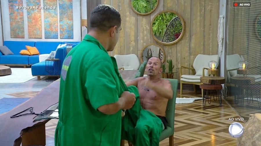 Evandro Santo e Rafael Ilha discutem depois de prova especial  - Reprodução/RecordTV