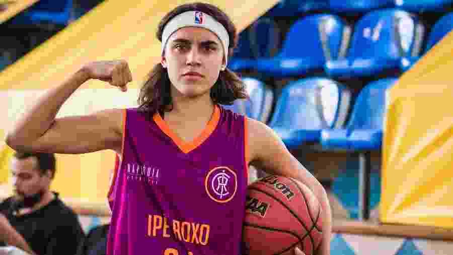 Gabriela (Giovanna Coimbra) corta os cabelos para jogar final de basquete em Bom Sucesso - Paulo Belote/TV Globo