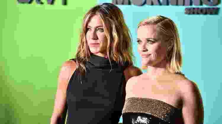 Jennifer Aniston posa com Reese Witherspoon, sua companheira de elenco em The Morning Shor, em evento em Nova York - Getty Images - Getty Images