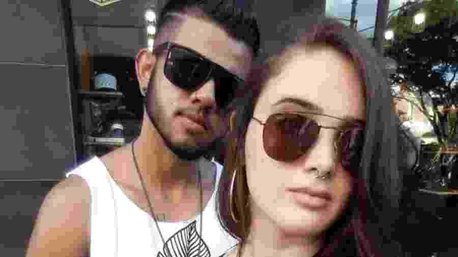 Claudio Rafael começou a transição de gênero há dois anos, e está há sete com a noiva, Jessica Soares  - Arquivo pessoal
