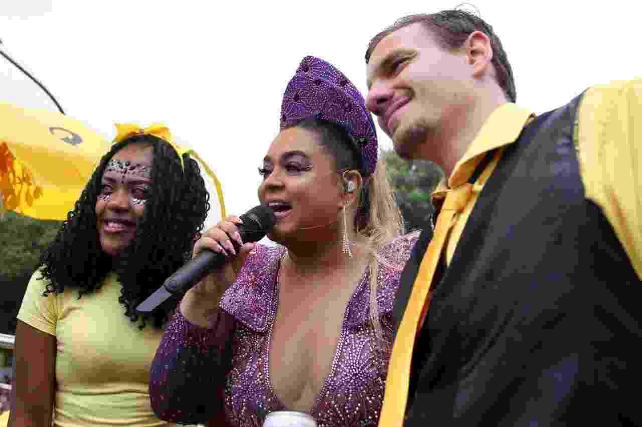 Preta Gil celebra casamento de Kurt Erbet e Jéssica Cassimiro no Bloco da Preta, em São Paulo - Gabriela Burdmann/UOL