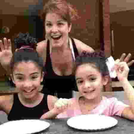 Samara Felippo com as duas filhas - Reprodução / Instagram