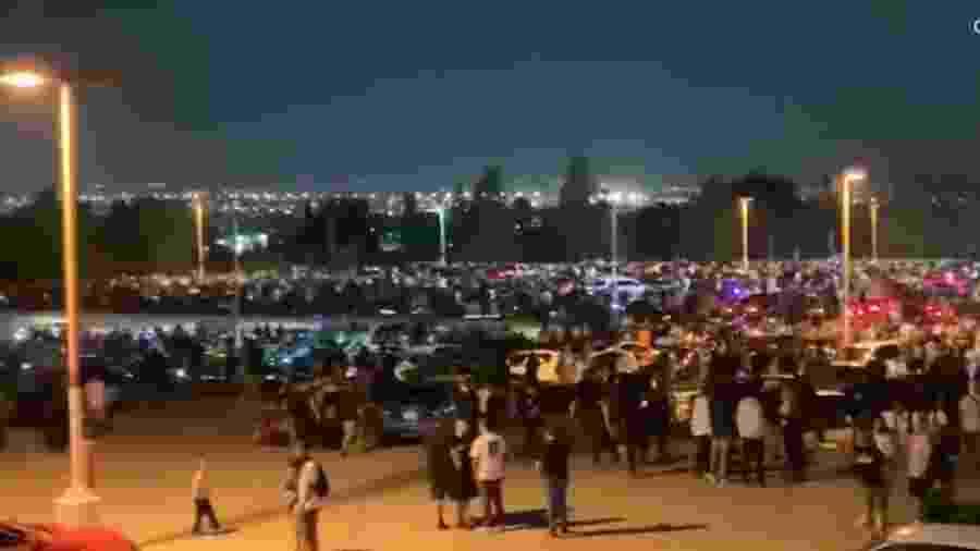Evento de carros na Califórnia junta 4 mil em universidade - Reprodução