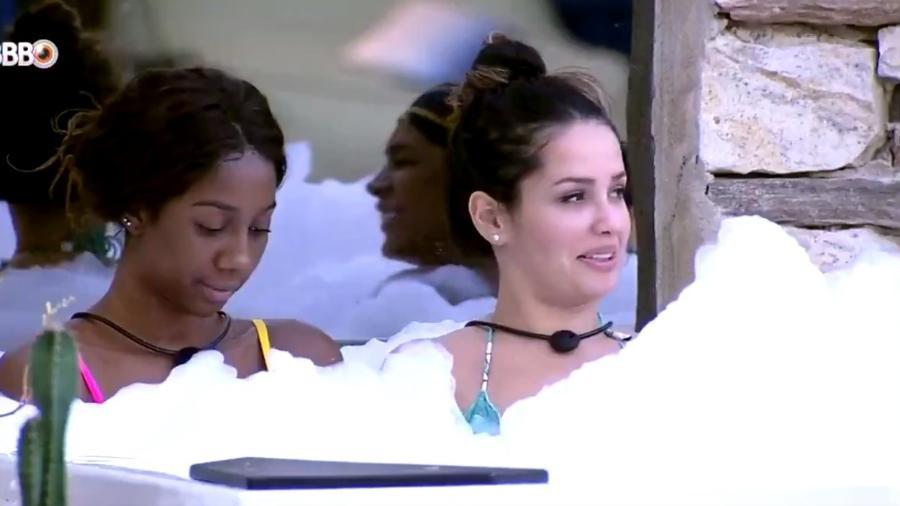 BBB 21: Juliette, Camilla e Pocah relaxam com banho de espuma - Reprodução/ Globoplay