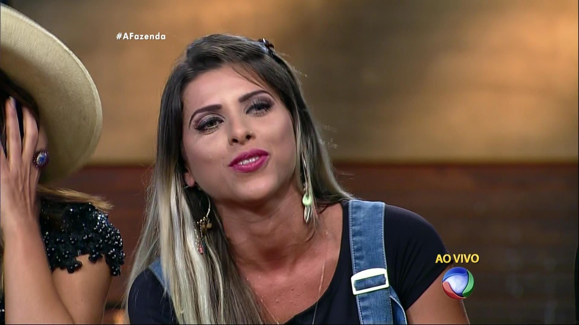 20.out.2015 - Roberto Justus corrige Ana Paula Minerato ao vivo: