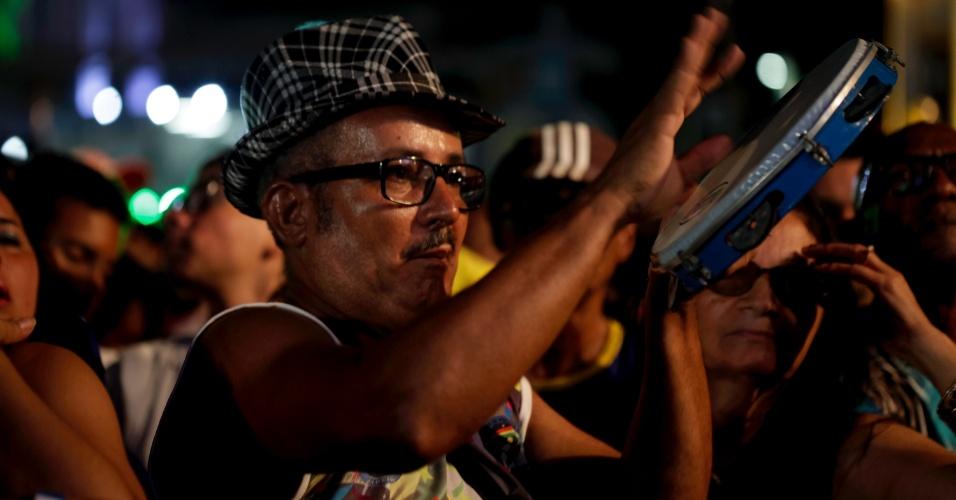 7.fev.2016 - Público se anima com o show de samba de Jorge Aragão no Marco Zero