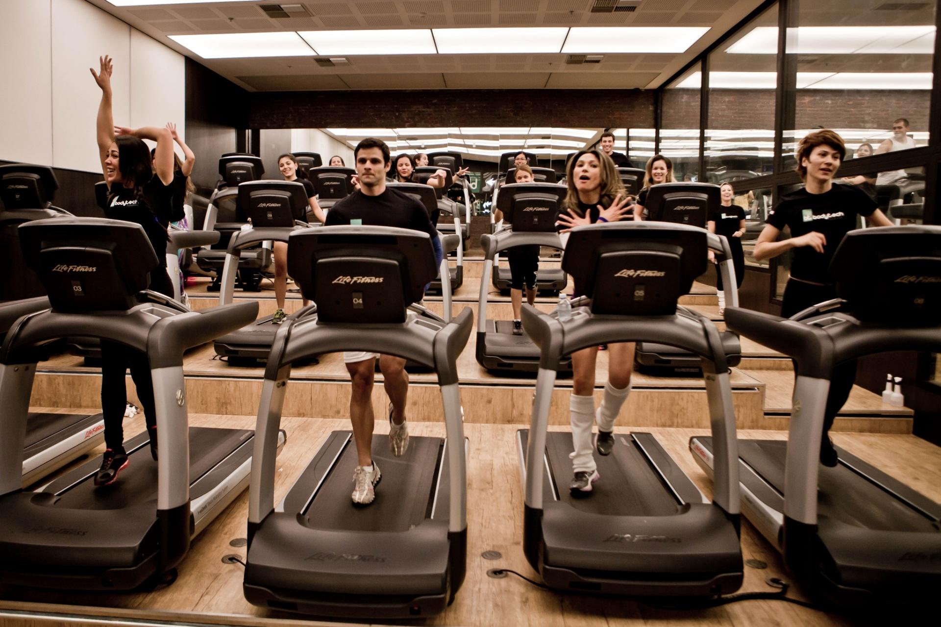 b31402a698 Novas modalidades nas academias oferecem vários exercícios em um -  16 03 2016 - UOL Universa