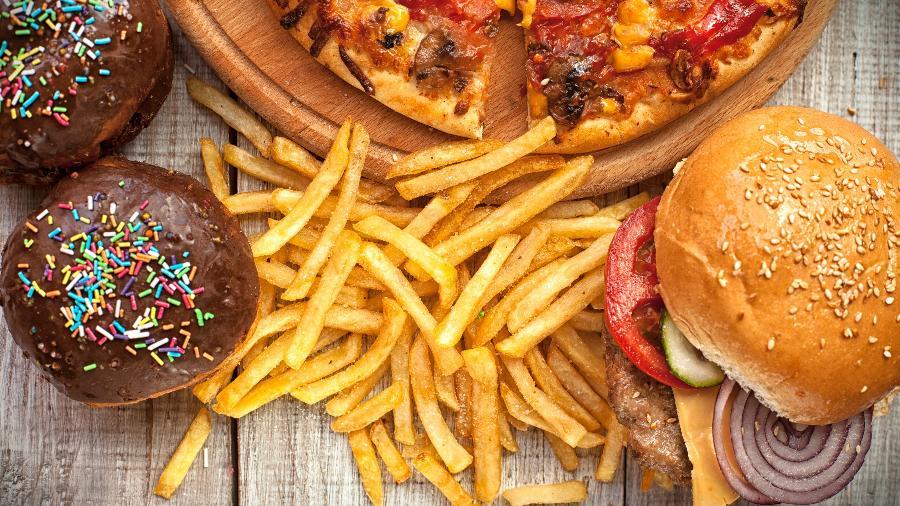 """Fazer dieta não é fácil; por isso, existe o """"dia do lixo"""", compensação pelo esforço alimentar feito durante vários dias seguidos - iStock"""
