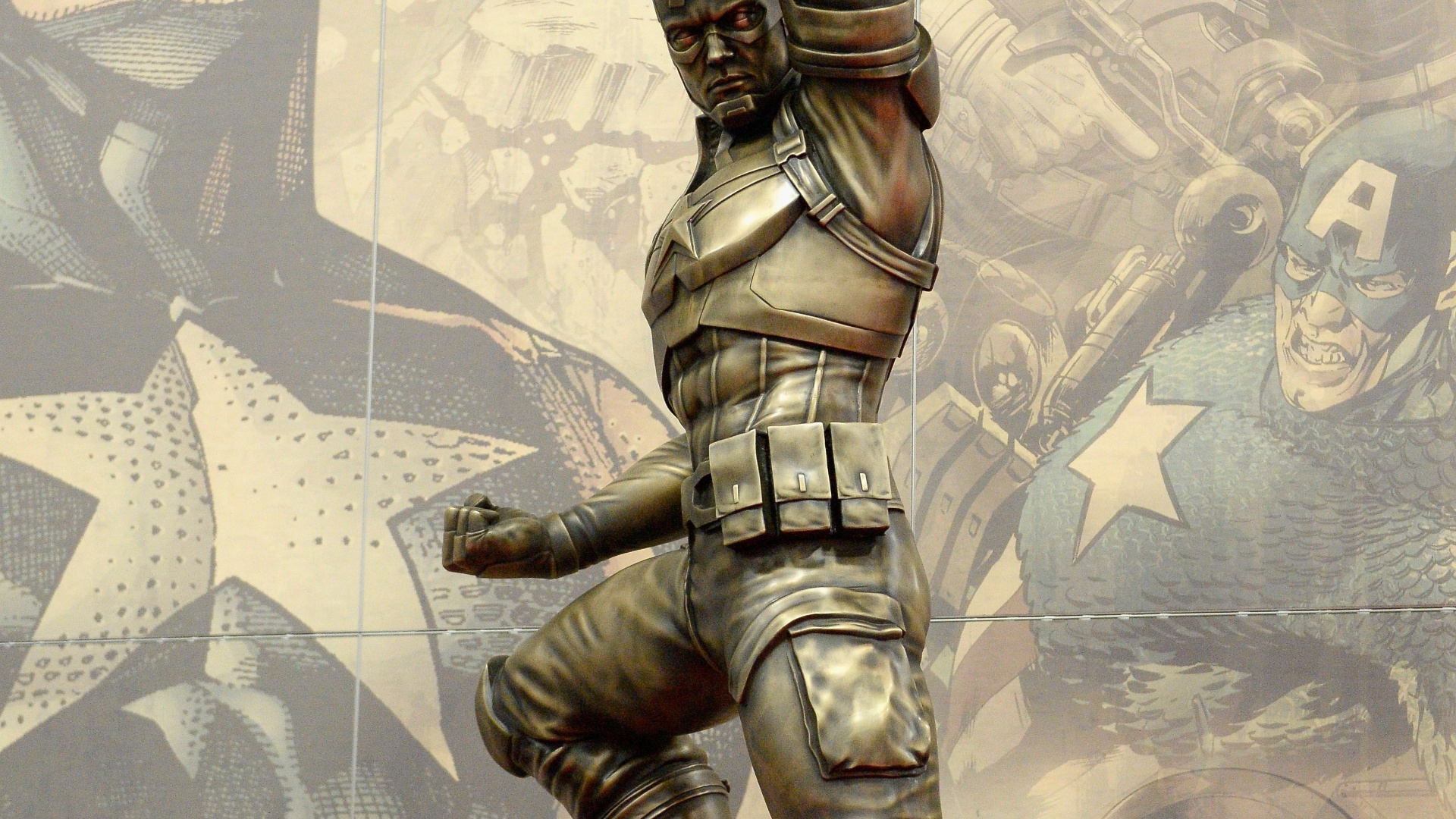 20.jul.2016 - O Capitão América ganhou uma estátua de bronze em comemoração aos 75 anos do personagem