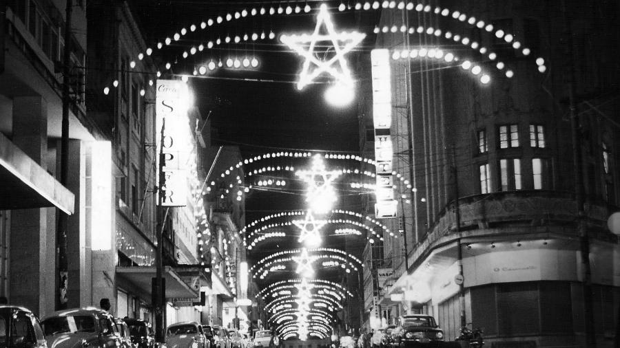 Iluminação de Natal com lâmpadas comuns, antes da popularização do LED - Divulgação/Lumibrasil