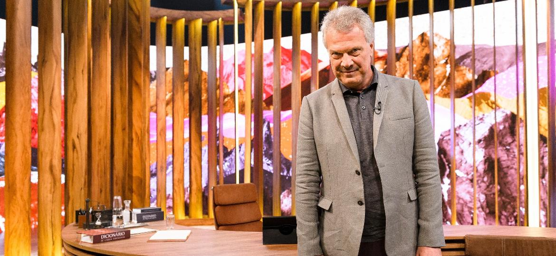 """Pedro Bial no cenário do talk show """"Conversa com Bial"""" - Ramón Vasconcelos/Divulgação/TV Globo"""