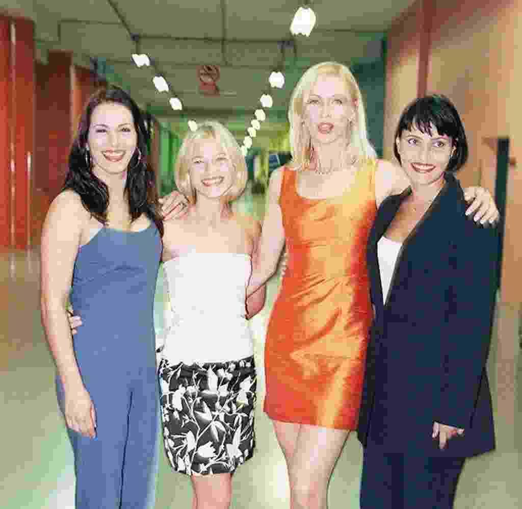 """Débora Rodrigues, Jackeline Petkovic, Adriana Colin e Valéria Balbi formaram a primeira geração de apresentadoras do """"Fantasia"""", que estreou em 1997 - Folhapress"""