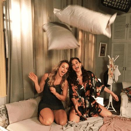 """Paolla Oliveira e Gisele Froés durante gravações de """"A Força do Querer"""" - Reprodução/Instagram/paollaoliveirareal"""