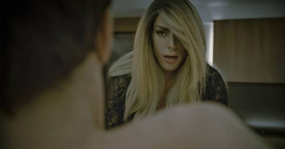 Em 2016, Cauã Reymond estrelou um clipe musical interpretando a transexual Clara