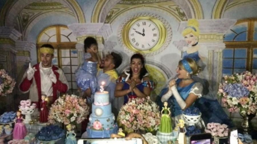 Naldo e Moranguinho fazem festa para a filha - Reprodução/Instagram/naldobenny