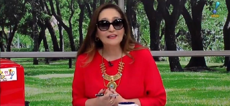 Sonia Abrão usa óculos escuro para apresentar programa na RedeTV! - Reprodução/RedeTV!