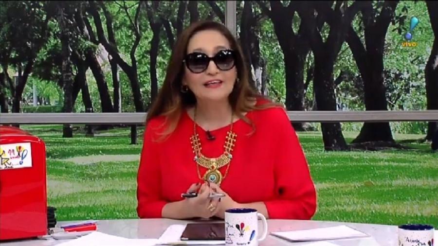 Sonia Abrão usa óculos escuro - Reprodução/RedeTV!