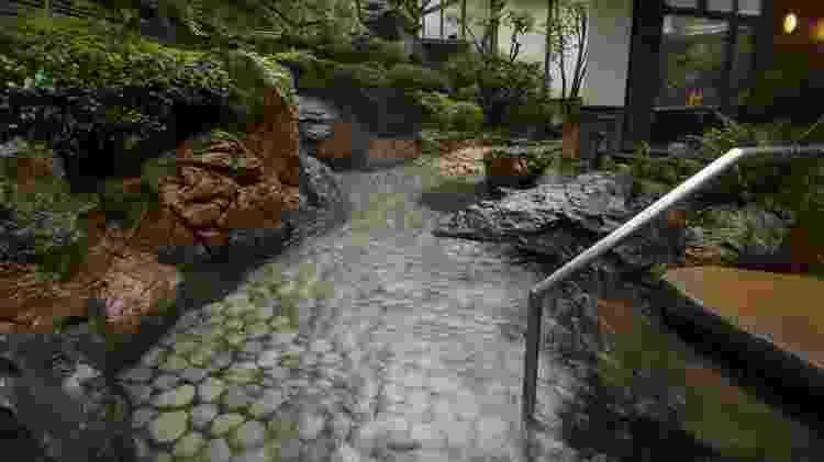 As casas de banho japonesas costumam ter ambientes extremamente tradicionais - www.flickr.com/photos/myneur/10796298533