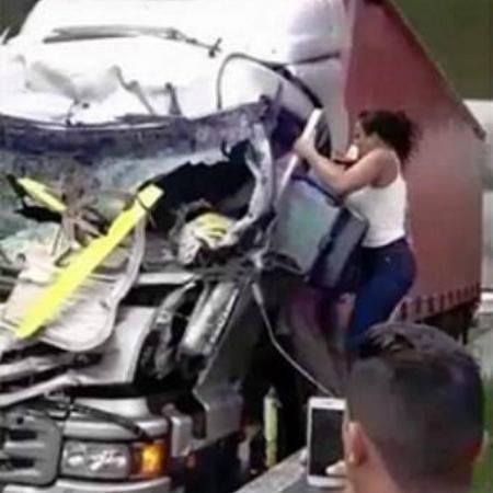 """Ela ajudou no acidente de Boechat: """"Sinto que poderia ter feito mais"""" - 13/02/2019 - UOL Universa"""