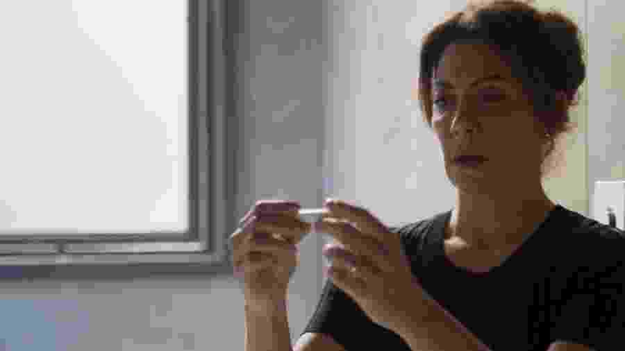 Nana (Fabiula Nascimento) descobre que está grávida - Reprodução/TV Globo