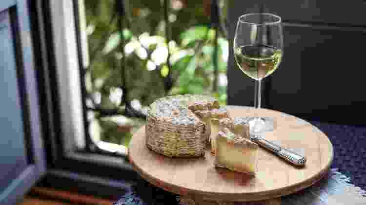 Vinho branco combina com a gordura presente no queijo - Getty Images/iStockphotos - Getty Images/iStockphotos