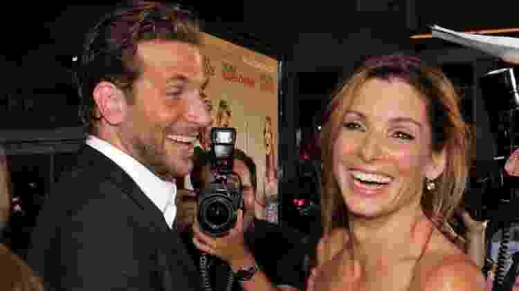 Sandra Bullock, na foto com Bradley Cooper, recebeu o prêmio Framboesa de Ouro de pior atriz e, no dia seguinte, um Oscar de melhor atriz - GETTY IMAGES - GETTY IMAGES