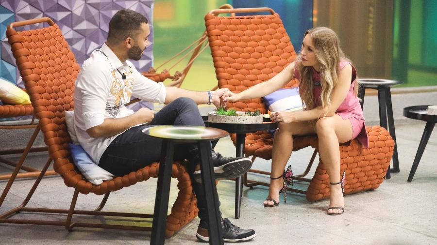 """Gil do Vigor e Carla Diaz conversaram no """"BBB Dia 101"""" - Divulgação/Globo/João Cotta"""