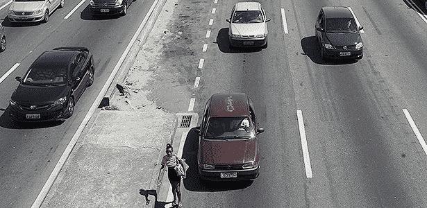 Trânsito na Avenida Brasil, em Bonsucesso, Zona Norte do Rio - Fabio Teixeira/Folhapress - 15.11.2013 - Fabio Teixeira/Folhapress - 15.11.2013