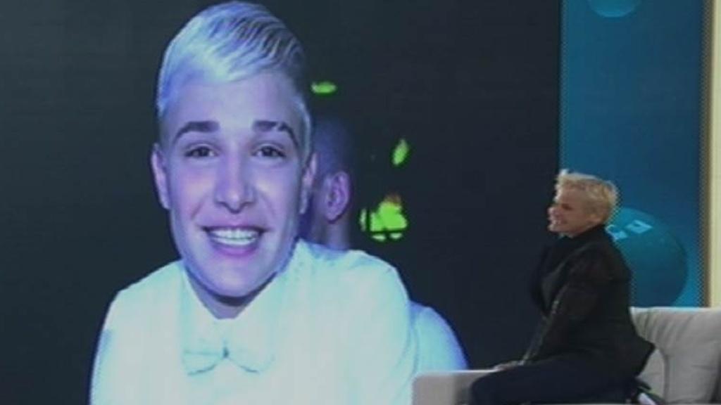 17.ago.2015 - Xuxa brinca com suas semelhança com a apresentadora Ellen Degeneres e diz que se elas tivessem um filho juntas, seria o cantor MC Gui