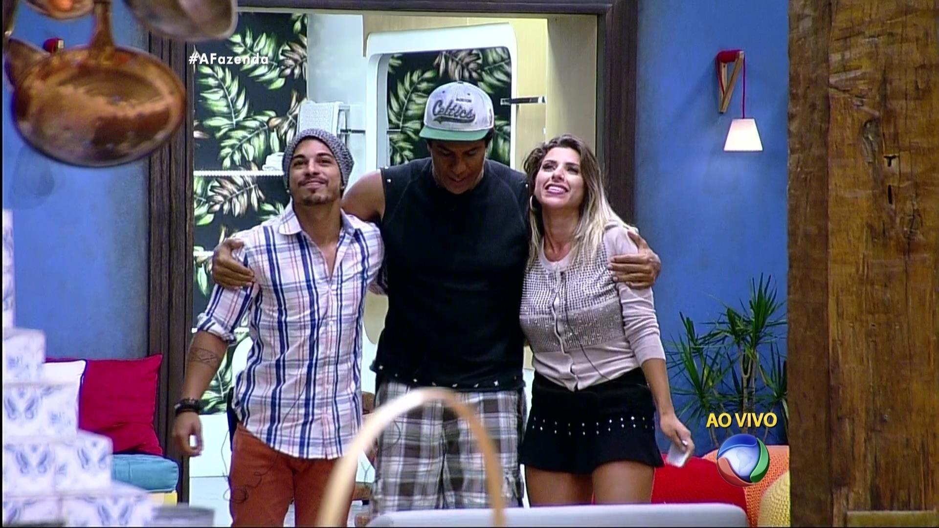 5.dez.2015 - Douglas, Luka e Ana Paula são os três finalistas de