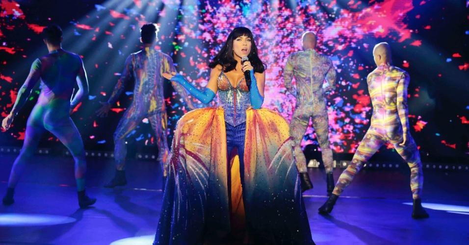 """05.mai.2016 - Patricia Abravanel se transforma em Katy Perry e canta """"Firework"""" no centésimo """"Máquina da Fama"""", na próxima segunda (9); filha de Silvio Santos também vai sobrevoar o palco"""