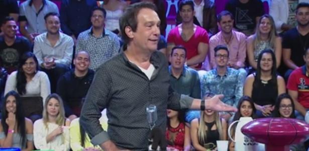 """Emílio Surita no comando do """"Pânico na Band"""", que completa quatro anos na emissora - Reprodução/Band"""