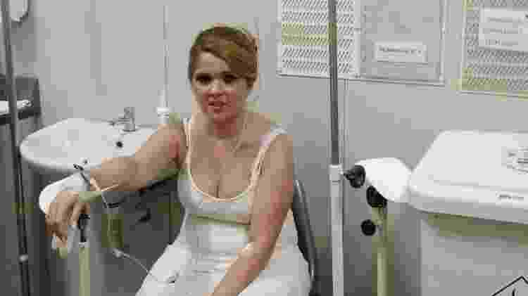 Amanda no hospital após passar mal - Arquivo pessoal - Arquivo pessoal